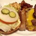 ベーカーバウンス(@西太子堂) 自家製ベーコン入りのチーズバーガーが超美味しい!